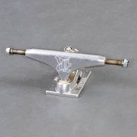 "Royal -  5.0"" skateboard truckar"